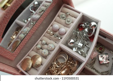 jewerly box, with accessories for woman, earring