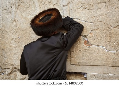 Jewish man praying at the Western wall in Jerusalem