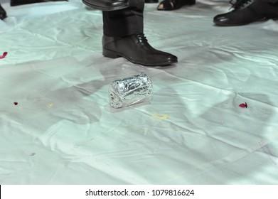 jewish wedding breaking glass HUPPAH