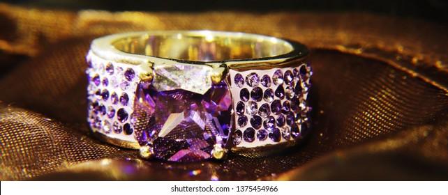 Jewlery golden ring