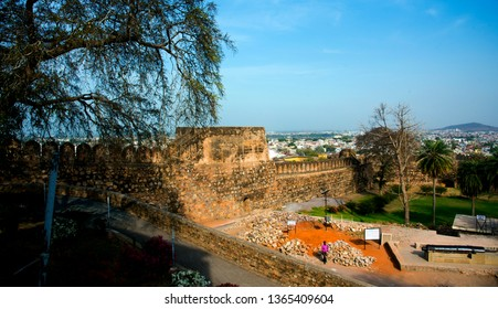 Jhansi Fort, Jhansi fort construction in 1613 by the king of Orchha Veer Singh ju Deo Bundela, It is under Archaeological Survey of India.