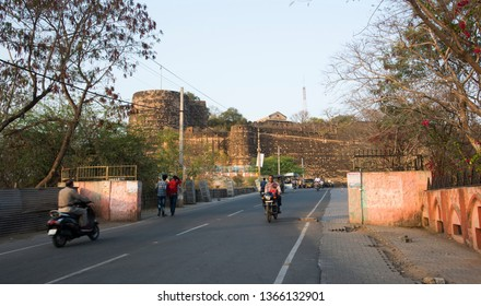 JHANSI, INDIA 28 FEBRUARY 2018 : Traffic and vehicle in front of Jhansi fort at morning.