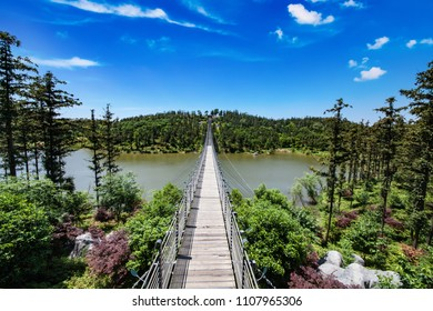 Jiangsu Province, Nanjing City, Ginkgo Lake Park cableway cable bridge architectural landscape
