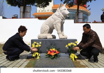 "JIANGXI CHINA-Mar31, 2012:people to visit Todd tomb, 9 years ago, Todd ""tiger"" dead meat saved toxic warning, more than 30 people's lives. Later people will be thick burial, stone sculpture memorial."