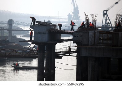 JIANGXI CHINA-Oct21, 2012, located in the middle and lower reaches of the Yangtze River in Jiujiang, workers stepped up construction of coal storage and transportation center at high temperatures.