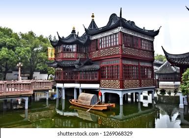Jiuqu Bridge in Yu (Yuyuan) Garden - Garden of Happiness- extensive Chinese garden, major tourist attractions in Shanghai.  China. Photo taken 2018-05-27.