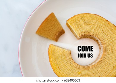 Job recruiting advertisement represented by 'COME JOIN US' texts on the plate surrounded by the circle Baumkuchen, roll layer cake. One slice is colored differently to represent the hiring position.