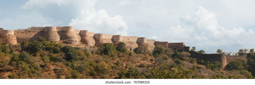 Jodhpur - fort. India. Fortress on high cliffs. Panoramic view.