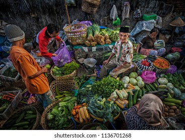 Jogjakarta, Indonesia (08/25/2015) : Interaction between seller and buyer in traditional market in Jogjakarta, Indonesia.