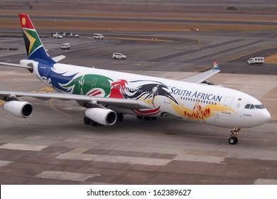 JOHANNESBURG - SEPTEMBER 23: a South African Airways Airbus A340 taxies on O. R. Tambo airport in an Olympics color scheme, on September 23 2013 in Johannesburg, South Africa.
