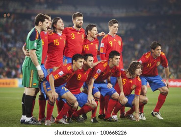 JOHANNESBURG, SOUTH AFRICA - JUNE 21:  The Spain National Team lines up before a FIFA World Cup match against Honduras June 21, 2010.  Editorial only.  No pushing to mobile device use.