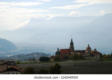 Johanneum (Tirol, Italy, German: Dorf Tirol). The Johanneum was a bishop's convent in Bolzano, Meran and Dorf Tirol. In the distance the Etschtal (Val d'Adige) and the city of Meran.