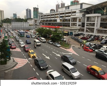 JOHOR BAHRU,MALAYSIA- DECEMBER 10 2016:Heavy traffic of vehicles enters Singapore through the CIQ