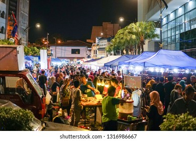 JOHOR,MALAYSIA - FEBRUARY 2019 : Street scene of visitor at Pasar Karat or car boot sale market during Chinese New Year holiday in Johor Baharu, Johor. - Image