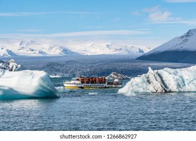 Jokulsarlon Iceland - Oktober 7. 2018: Amphibious boat at Jokulsarlon Glacier Lagoon