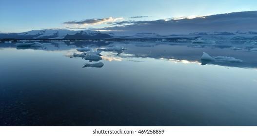 Jokulsarlon Lagoon (Iceland, Europe). Jokulsarlon large glacial lake.