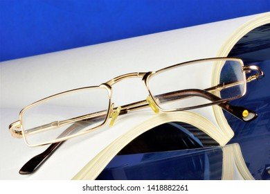 The journal has a permanent rubrication - articles, abstracts, socio-political, scientific, industrial, literary and artistic works and illustrations. Glasses for vision correction.