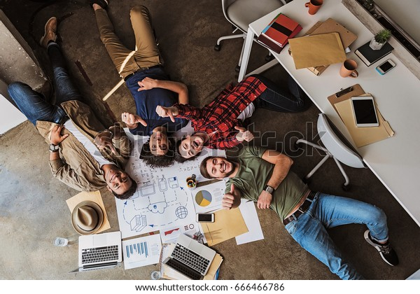 Freuen Sie sich auf ein kreatives Team, das Spaß am Arbeitsplatz hat