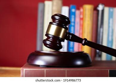 Richter Gavel als Konzept von Recht und Gerechtigkeit