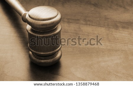 judge-gavel-on-table-copyspace-450w-1358
