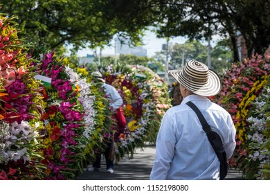 judging of a silleta, moments before the start of the parade. Silletero´s Parade. Medellín Colombia.