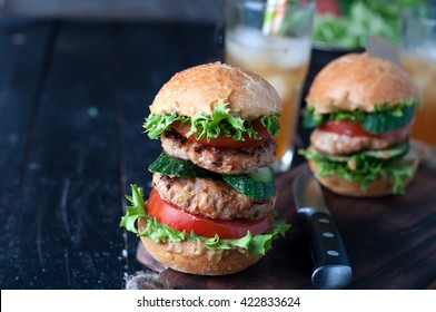 Juice homemade hamburger with fresh vegetables in table