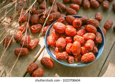 Jujube jujube Wood table on the background of big jujube