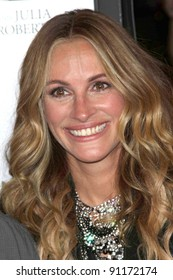 """Julia Roberts at the  """"Fireflies In The Garden"""" Film Premiere, Pacific Theaters, Los Angeles, CA 10-12-11"""