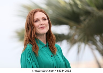 Julianne Moore  attends the 'Wonderstruck' photocall during the 70th annual Cannes Film Festival at Palais des Festivals on May 18, 2017 in Cannes, France