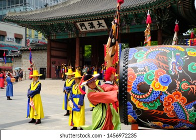 July 14, 2017 Deoksugung Palace, Seoul City, Korea: The royal palace guard shift ceremony is held three times a day. Many tourists come to see it