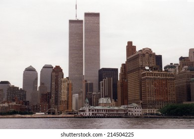 JULY 1995 - NEW YORK: the skyline of Manhattan with the Twin Towers of the World Trade Center and the Brooklyn Bridge, Manhattan, New York.