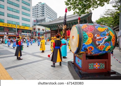 Jun 20, 2017 Deoksugung royal guard changing is held in front of the Daehanmun Gate of Deoksugung Palace in Seoul city