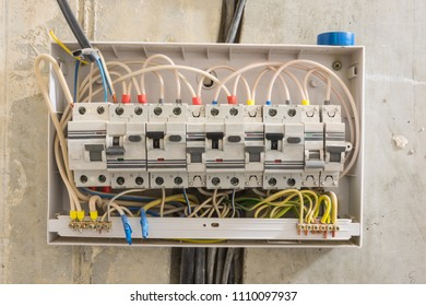 Junction box in the apartment, differential automatons and circuit breakers