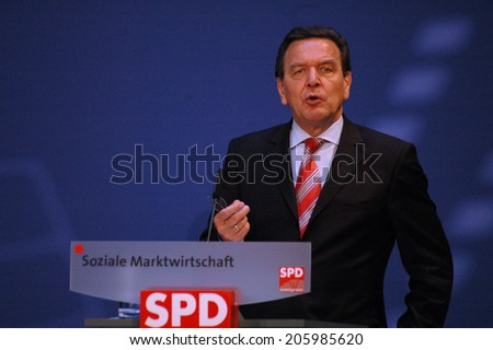 JUNE 13, 2005 - BERLIN: German Chnacellor Gerhard Schroeder speaks at a congress on social policies in the Willy-Brandt-Haus, Berlin-Kreuzberg.