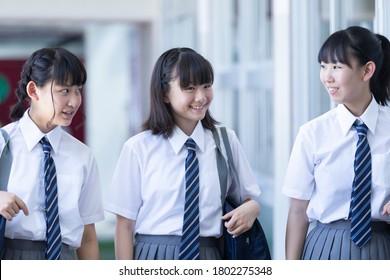 Junior high school students walking side by side in the corridor