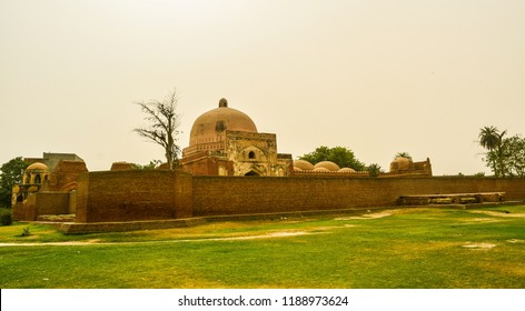 The Kabuli Bagh Mosque in Panipat was built in 1527 by Babur to mark his victory over Sultan Ibrahim Lodhi at the first Battle of Panipat in 1526. It is also known as The Original Babri Masjid.