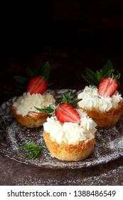 Kadaif cake with cream and strawberries