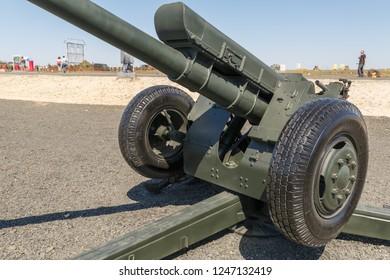 "KADAMOVSKIY TRAINING GROUND, ROSTOV REGION, RUSSIA, 26 AUGUST 2018: International military technical forum""ARMY-2018. The 122-mm Soviet howitzer D-30A (GRAU index 2A18)"