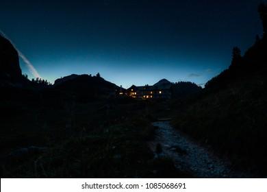kaerlinger haus in the night