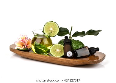 Kaffir Lime Essential Oil and Organic Kaffir Lime Oil: extract lime. , Relieves indigestion, eating healthy. Or a massage before shampooing. To make hair soft Weight and relieve itching from dandruff.