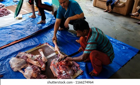KAJANG,MALAYSIA-AUGUST 22,2018:Unidentified Malaysian Muslim group help each other preparing in halal slaughtering of cows during Eid Al-Adha Al Mubarak, the Feast of Sacrifice or Qurban