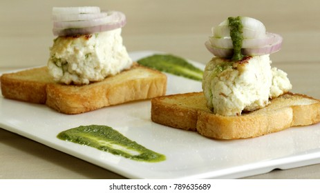 Kaladi Kulcha is a popular street food in Jammu and Kashmir.