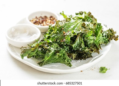 Kale chips with chilli flakes