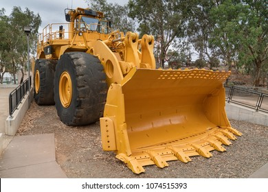 KALGOORLIE, AUSTRALIA - JANUARY 28, 2018: Caterpillar 994 Wheel loader, one of the biggest machineries for the mining industry on January 28, 2018 in Western Australia