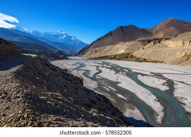 Kali Gandaki riverbed, with Nilgiri and Tilicho peak