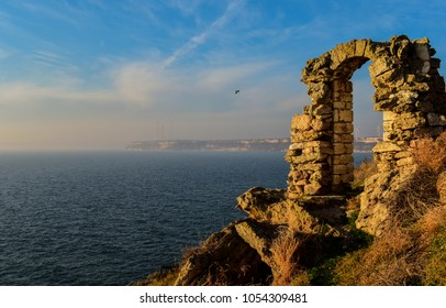 Kaliakra (pronounced Kaliakra) is a long and narrow cape on the Bulgarian northern Black Sea coast, in the southest part of the Dobrudja plateau.