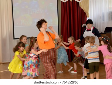 KALININGRAD, RUSSIA - AUGUST 23, 2017: Children run for the animator in Carlson's suit. A holiday in kindergarten
