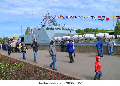 """KALININGRAD, RUSSIA - MAY 16, 2015: Action """"Service under the contract in Armed Forces - your choice!"""". The landing boat """"Lieutenant Rimsky-Korsakov"""" on Peter the Great Embankment in Kaliningrad"""