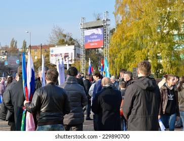 KALININGRAD, RUSSIA - NOVEMBER 4, 2014: Peoples in a center of a city for a rally honouring the national Unity Day