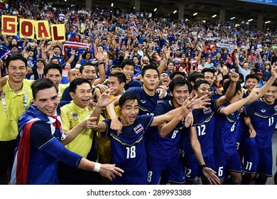 Kallang Singapore - JUNE15:Thai National team celebrates winning the gold medal. 28th SEA Games Singapore 2015 at Singapore National Stadium on JUNE15 2015